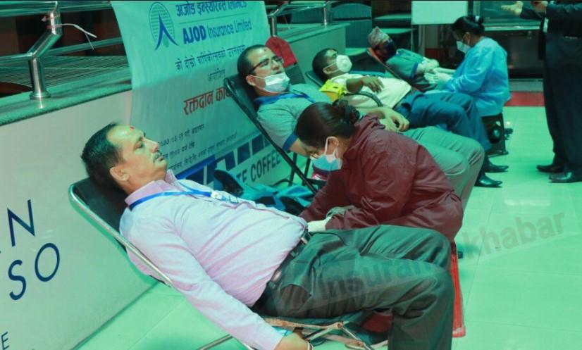 दोस्रो वार्षिकोत्सवको अवसरमा अजोड इन्स्योरेन्सद्धारा रक्तदान
